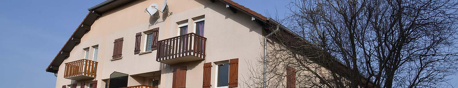 1990 : Le Flandres, place Roger Arnoux à Valdahon – 17  logements et 3 commerces- Architecte Jacques Huguenot.